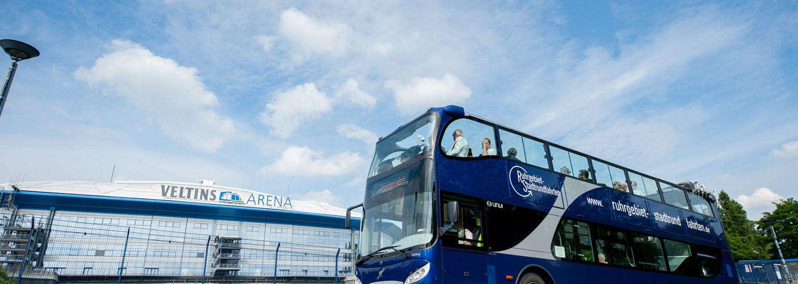 Bus vor der Veltinsarena Gelsenkirchen