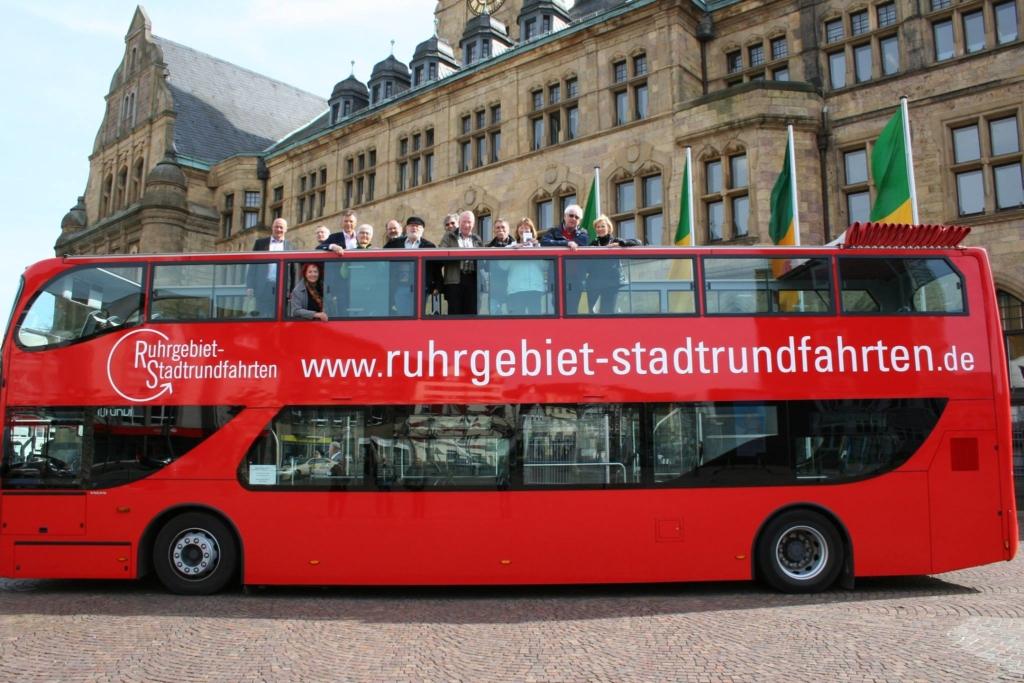 Bus vor dem Rathaus Recklinghausen